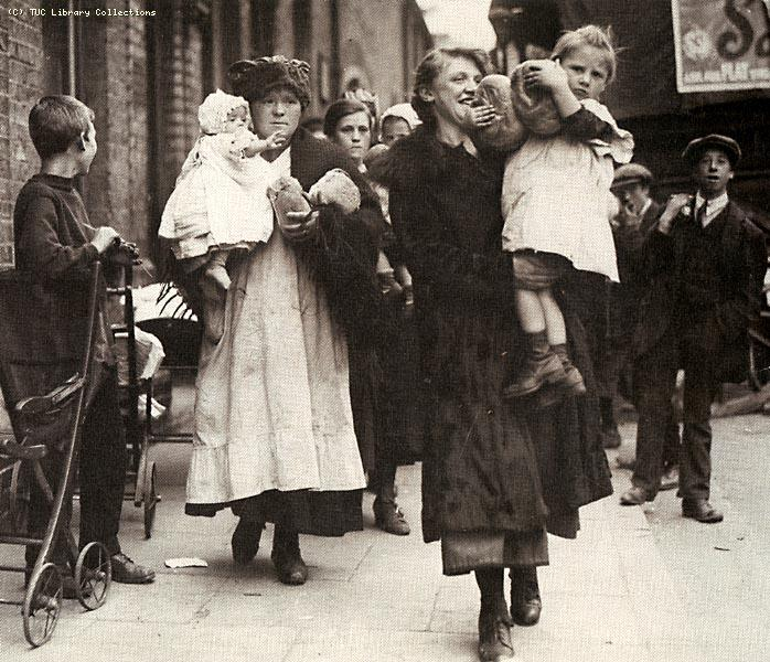 Women with bread, Poplar Rate Strike, 1921